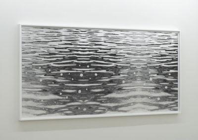 Geneviève Cadieux, Flow (positif), 2014 impression au jet d'encre pigmentée sur papier baryté Hahnemühle, feuilles d'aluminium 156,2 x 321,3 cm / 61.5 x 126.5 pouces Crédit Photo : Guy L'Heureux