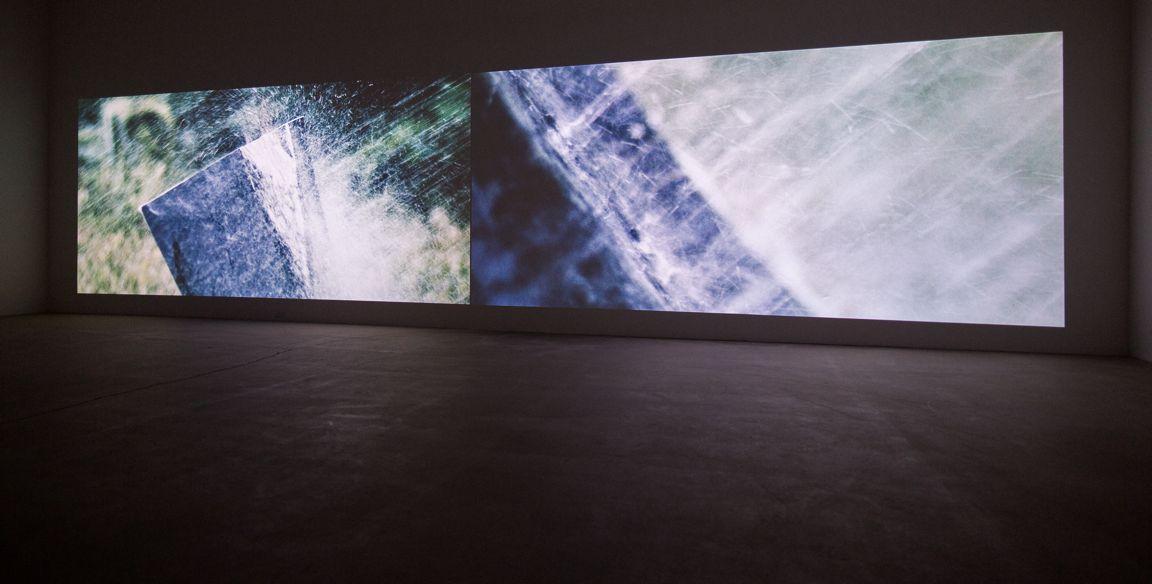 Marie-Claire Blais et Pascal Grandmaison LA VIE ABSTRAITE : LE TEMPS TRANSFORMÉ, 2015 Deux projections synchronisées, 40 minutes, LA VIE ABSTRAITE Vues d'installation (2016) Marie-Claire Blais et Pascal Grandmaison
