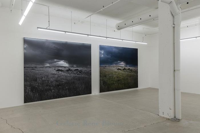 Vue de l'exposition, Blancs Marie-Claire Blais | Geneviève Cadieux | Chris Kline28 juin au 20 septembre 2014, Crédit photo : Guy L'Heureux
