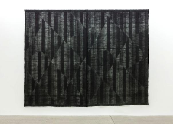 Entrevoir le jour_horizon 7, 2014, toile de jute teinte, 229 x 298 cm / 90 x 117.3 pouces, Marie-Claire Blais, Vue de l'exposition (2015) Photo: Richard-Max Tremblay