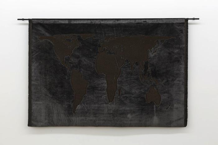 Projection (velvet) 2013, édition : 12/14, soie, velours et métal, 97 x 162 cm / 38.2 x 63 pouces, Vue de l'exposition : Mona Hatoum SALLES 1 ET 2 27 septembre au 8 novembre 2014, Photo: Guy L'Heureux
