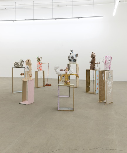 Vue de l'exposition : Ari Bayuaji et Serge Murphy, (2014) Photo: Guy L'Heureux