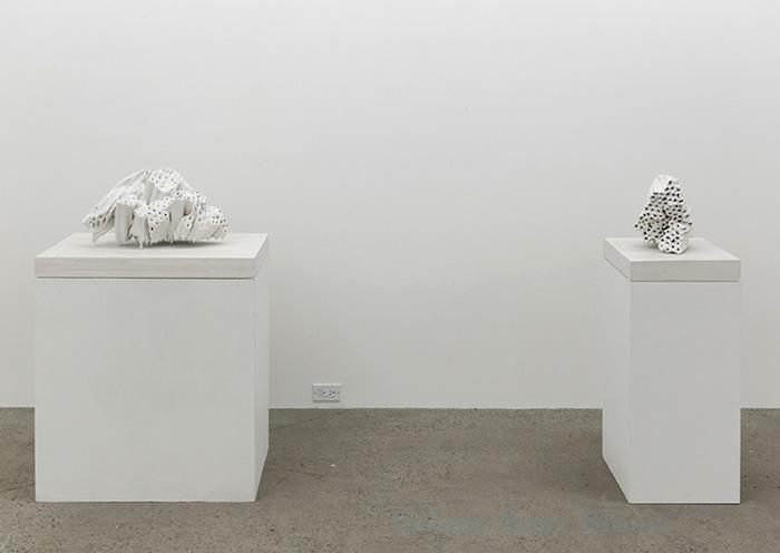 Vue de l'exposition, Blancs Marie-Claire Blais   Geneviève Cadieux   Chris Kline 28 juin au 20 septembre 2014, Crédit photo : Guy L'Heureux