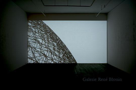 PASCAL GRANDMAISON | Soleil différé Video, Vue de l'exposition (2010-2011) :  Pascal Grandmaison, Photo: Richard Max Tremblay