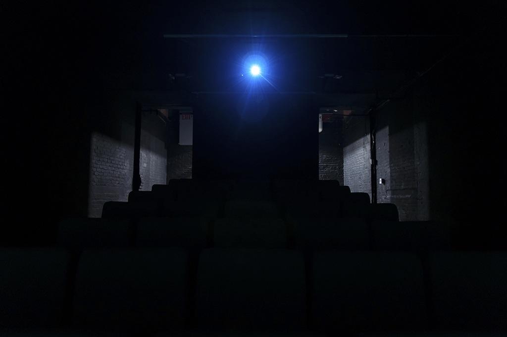 Mathieu Grenier, Boîte Noire (MoMA PS1), 2016, Éd. 1/5, Impression au jet d'encre sur papier Epson enhanced mat, 56 x 84 cm | Simon Bertrand et Mathieu Grenier 3 décembre 2016 au 28 janvier 2017  Crédit photo : Guy L'Heureux