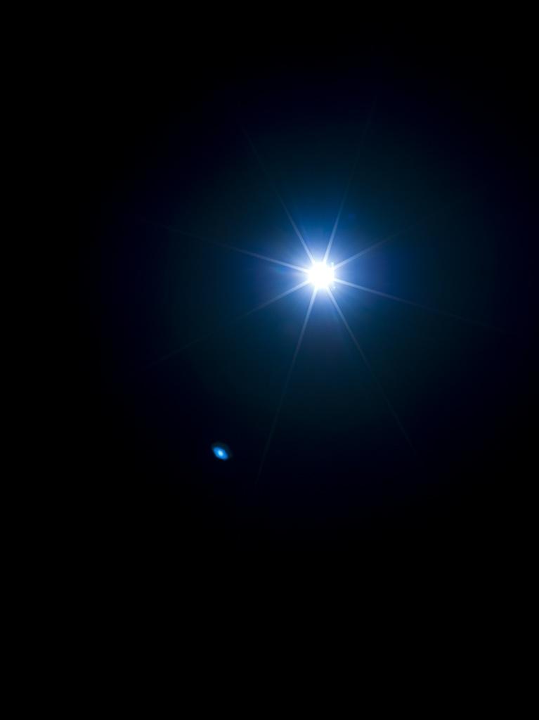 Mathieu Grenier, The Eye (Blue), 2016, Éd. 1/3, Impression au jet d'encre sur papier Lasal Photo Matte, 203 x 152 cm | Simon Bertrand et Mathieu Grenier 3 décembre 2016 au 28 janvier 2017  Crédit photo : Guy L'Heureux