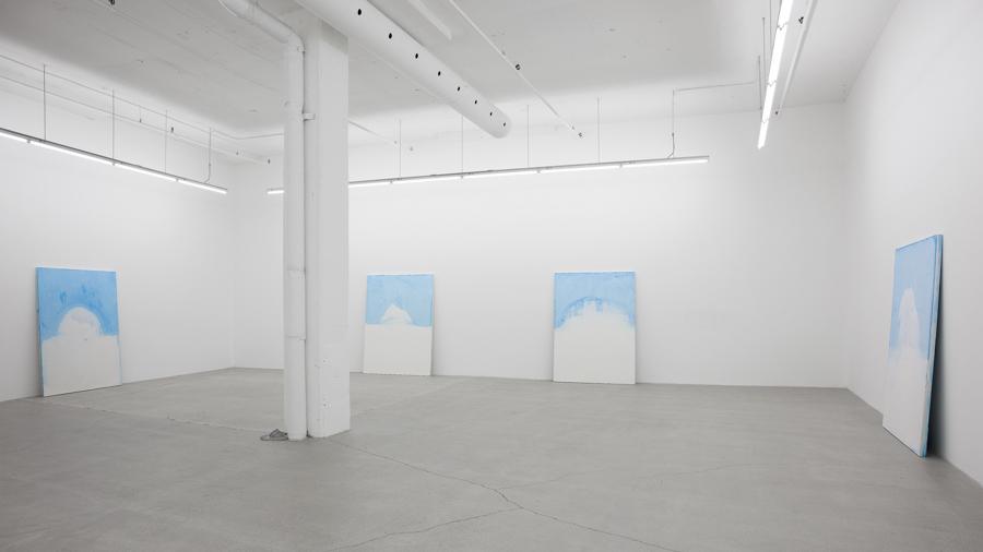 La limite de l'écho 02, 2013, plâtre hydrostone, pigments aqueux, 69 x 50 x 2 pouces