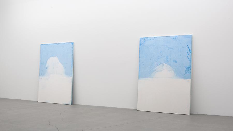 Pascal Grandmaison, La limite de l'écho 04, 2013, plâtre hydrostone, pigments aqueux, 69 x 50 x 2 pouces
