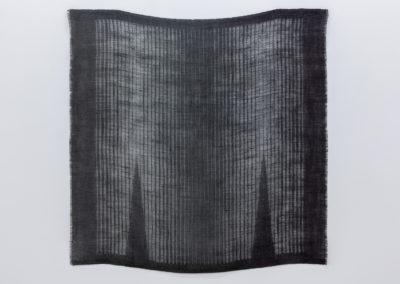 Marie-Claire Blais, Entrevoir le jour 2, 2014, toile de jute teinte, 101 x 101 cm. Photo : Marie-Claire Blais