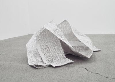 Marie-Claire Blais, Distance à parcourir_2, 2014, toile de jute, plâtre, 60 x 101 x 84 cm. Photo : Marie-Claire Blais