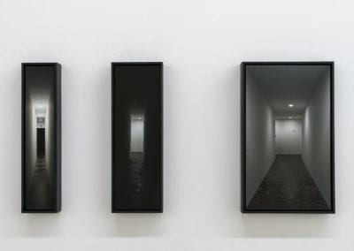 Mathieu Grenier, Nauman's corridor, 2016, 3 impressions au jet d'encre sur papier, 25 x 5 cm – 25 x 8 cm – 25 x 15 cm. Photo : Guy L'Heureux