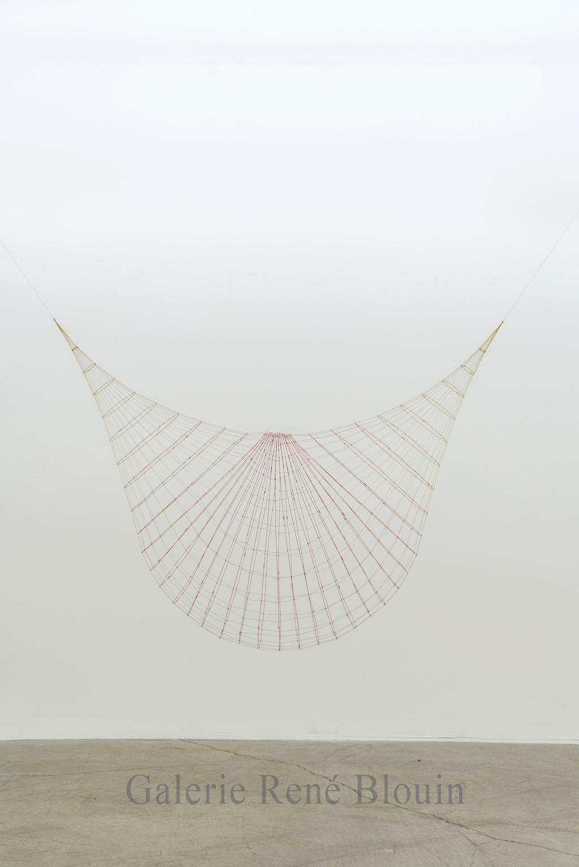 Sarah Stevenson, Smash, Fil et fil métallique, 55 x 24,5 x 38 pouces