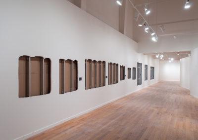 Mathieu Grenier, Vue de la salle d'exposition permanente du Musée d'art de Joliette après l'extraction des prélèvements de murs pour Au-delà des signes, Joliette, 2013