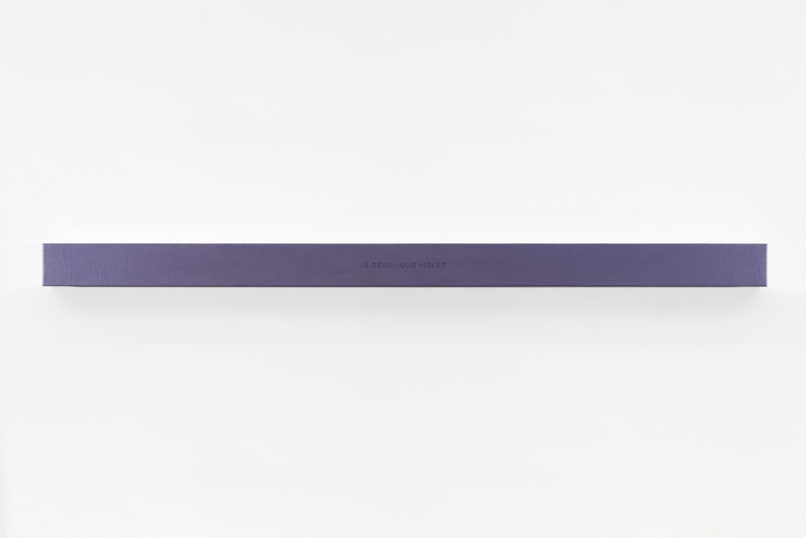 Francine Savard, Lumière du demi‑jour, 2018, Médiums mixtes sur toile marouflée sur caisson de bois, 10,16 × 177,8 × 10,16 cm / 4 x 70 x 4 pouces