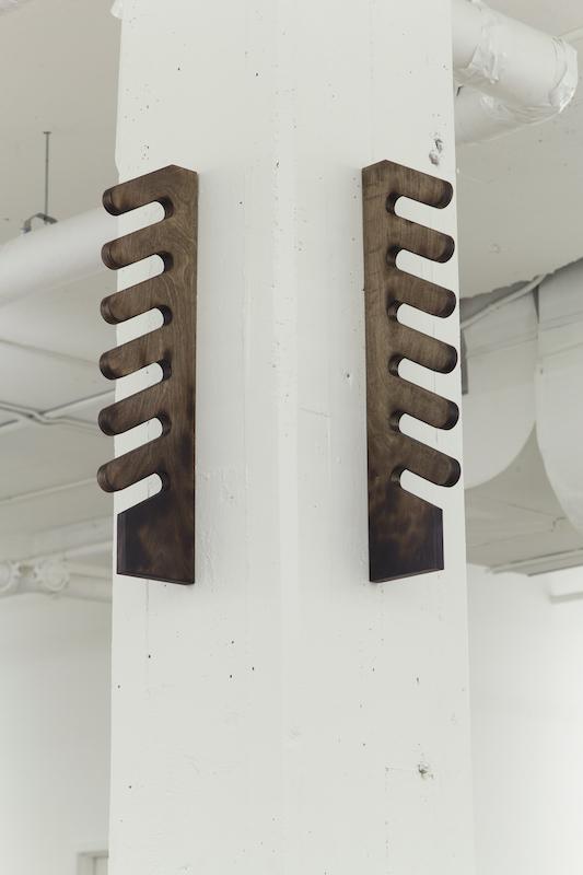 Simon Belleau, Untitled E, 2018, bois, cire, 73,5 x 17,7 x 2,54 cm / 29 x 7 x 1 pouces (chaque élément).