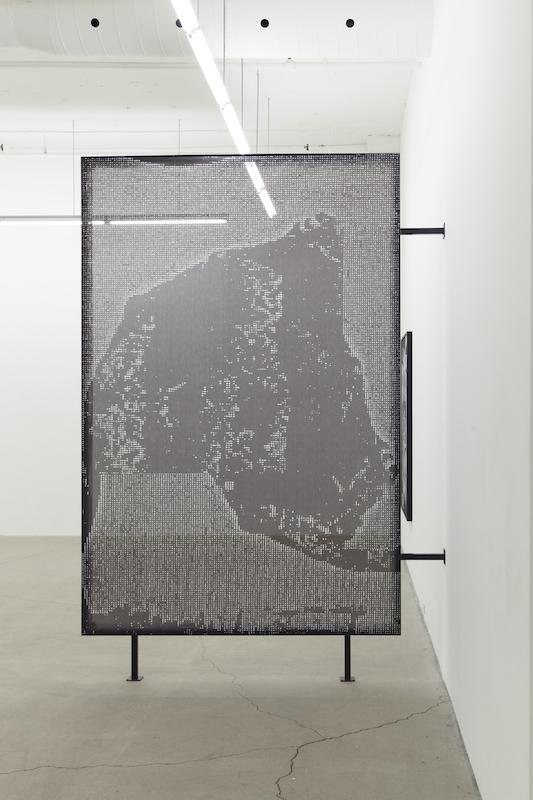 Jérôme Nadeau, To Less Orpheus, 2018, impression en quadrichromie sur bannière mesh, 251,4 x 167,6 cm / 99 x 66 pouces