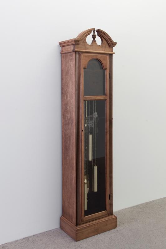 Simon Belleau, Untitled A, 2018, Horloge grand-père, cuire, cire, silicone, résine, canne, plexiglass, 193 x 61 x 30,5 cm / 76 x 24 x 12 pouces