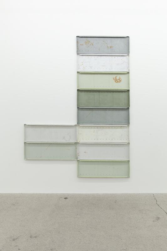 Nicolas Lachance, Sans titre (Bleu-vert de Gris), 2018, pulpe de papier, pigment, ruban de fibre de verre, rouille, poussière et aimants, 244 x 183 cm / 96 x 72 pouces.