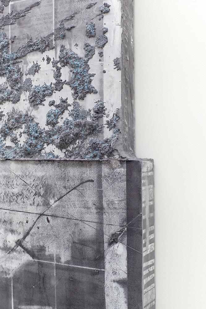 Détail (Montage-01, 2018, Ciment de gypse, encre, bois et fibre de verre, 96,5 x 72,3 cm / 38 x 28,5 pouces)