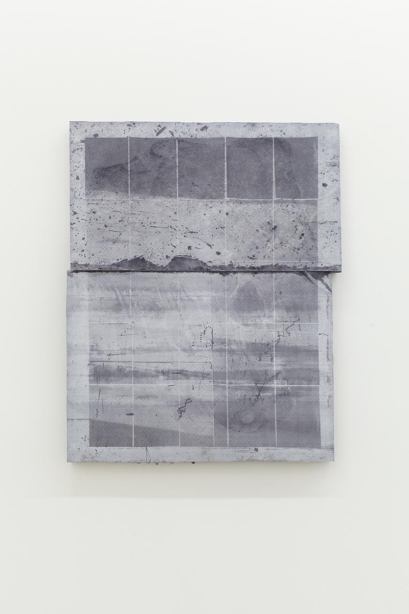 Nicolas Lachance, Montage-03, 2018, Ciment de gypse, encre, bois et fibre de verre, 81,2 x 66 cm / 32 x 26 pouces
