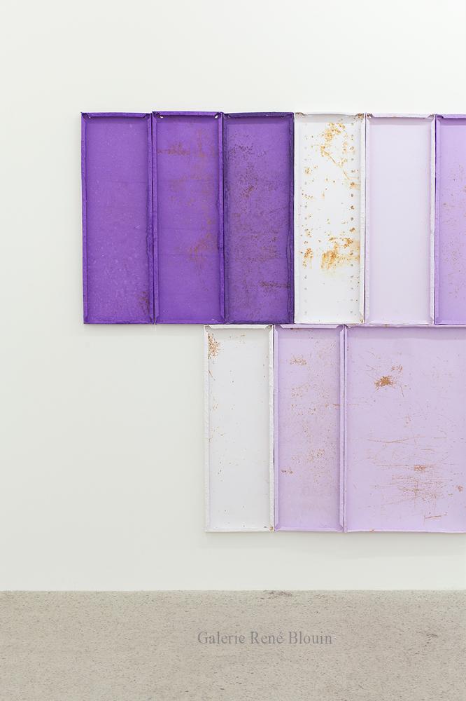 Détail (Summer Purple Log, 2018, Pulpe de papier, pigment, ruban de fibre de verre, rouille, poussière et aimants, 182,8 x 792 cm / 72 x 312 pouces)