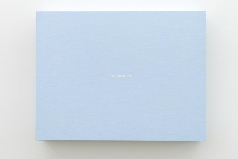 Francine Savard, Éclaircies (bleu), 2013, Acrylique sur toile marouflée sur contreplaqué, 58,5 x 76,8 x 10,8 cm / 23 x 30 x 4 pouces