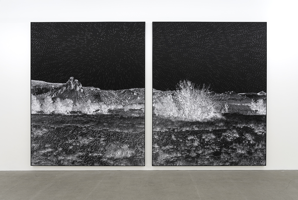 Geneviève Cadieux, Ghost Ranch (ciel étoilé), 2019, Impression au jet d'encre sur papier chiffon, rehaussée à la feuille de palladium, 10 x 8 pieds (chaque élément)