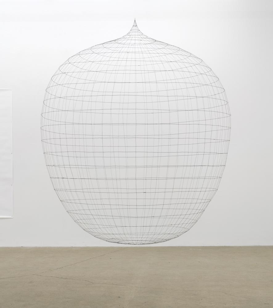 Sarah Stevenson, Egg Dream, 2019, Fil métallique/Fil, 210 x 150 x 150 cm